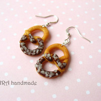 Realistic pretzel earrings with nuts
