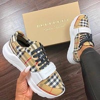 BURBERRY 30 millimeter classic sports shoes