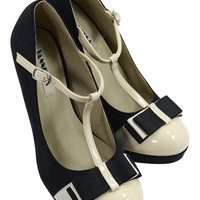 Vintage Inspired Black & Cream Two Tone Bow Accent T-strap Mary Jane Pumps