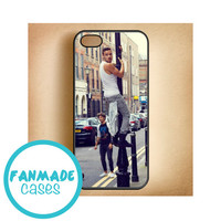 Liam Payne climbing iPhone 4/4s 5/5s/5c & iPod 4/5 Rubber Case