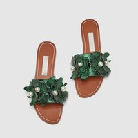 FLAT SANDALS WITH FLORAL BEADED DETAIL