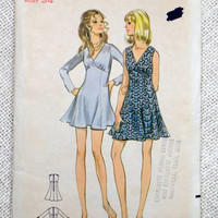 Vintage sewing pattern Butterick 5673 dress 1970s Bust 34 Mini dress V neck gored Empire waist micro sleeveless long sleeve flouncy