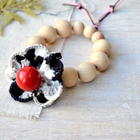 Flower teething toy Baby teether Nature Red black white Natural wood Waldorf toy Baby wooden teething ring