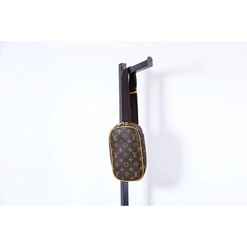 LV Louis Vuitton CLASSIC MONOGRAM LEATHER CHEST BAG GROSS BODY BAG