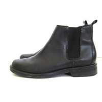 vintage black leather chelsea boots. leather ankle boots. beatle boots. women's size 9