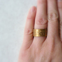 Wide wedding band. Vintage brass gold ring with embossed detail. Wedding band. Adjustable.
