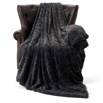 """HT&PJ Luxury Fur Fleece Throw Blanket Reversible Comfy Sherpa Fleece Comforter Faux Fur Style Made of Fluffy Plush for Living Room Decor Bedroom Blanket Couch Sofa Cover (Dark Charcoal, 50""""X60"""") Dark Charcoal 50""""X60"""""""