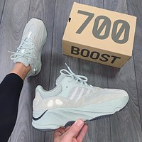 Adidas Yeezy Boost 700 Versatile retro dad shoes