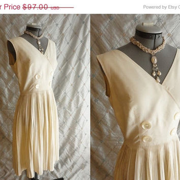 ON SALE 60s Dress // Vintage 1960s Ivory Cream Linen Sun Dress with Pleated Skirt by Eddy George for Casual Time California Size M