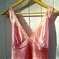 Slips Pink Sexy blouse Top Flirty lace and satin, finishes with a knot in the back.  Glamorous and delicate