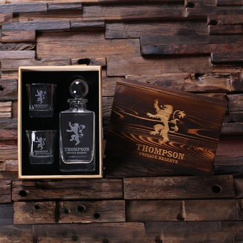 Personalized Whiskey Decanter with Global Bottle Lid 2 Whiskey Glasses and Wood Box – A