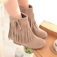 Fashion tassel flat boots