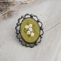 Hand Embroidery Flower Pin - Fantasy Border - Antique Brass - Composition of White Roses on Kaki Green Background