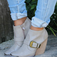 Size 6 Very Volatile Yorker Ankle Bootie With Buckle Accent in Stone
