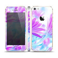 The Vibrant Blue & Purple Flower Field Skin Set for the Apple iPhone 5s