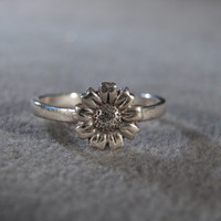 Vintage Sterling Silver Fashion Ring with a Flower Center Design and Delicate Band, size 8 M