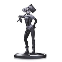 Batman Black & White Harley Quinn By Lee Bermejo Statue By Lee Bermejo |