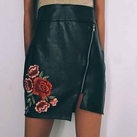 2018 Sexy Split Zipper Leather Skirt Women Flower Embroidery High Waist Pencil Skirts Bodycon Ladies Black Slim Mini Skirt Jupe