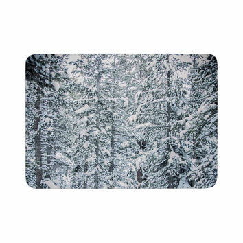 "Juan Paolo ""Winter Trials"" White Snow Memory Foam Bath Mat"