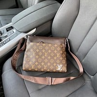 LV Louis Vuitton men's casual all-match shoulder bag