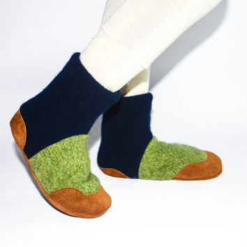 Kids Lambswool Shoes, Boy Wool Boots, Soft Soled and Eco-friendly.  Green and Blue Shoes.  Sizes: Kids 7.0 - Youth 2.5