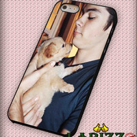 """Dylan O'Brien with dog for iphone 4/4s/5/5s/5c/6/6+, Samsung S3/S4/S5/S6, iPad 2/3/4/Air/Mini, iPod 4/5, Samsung Note 3/4 Case """"007"""""""