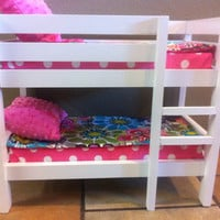 Bunk bed to fit American Girl dolls and other 18-inch dolls. Includes 2 mattresses, 2 reversible comforters and 2 pillows.