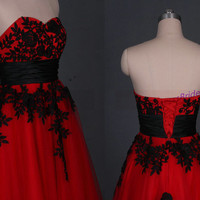 2015 red tulle prom dresses with black lace,strapless a-line wedding dress hot,cheap chic women gowns for Christmas party.