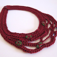 Red crocheted necklace with green ceramic beads. Mercerised cotton collar.