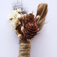 Rustic feather Boutonniere lapel pin Woodland wedding boutonniere Groomsmen buttonhole white flower pinecone boutonniere boho wedding PIP