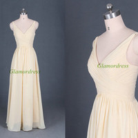Long yellow chiffon prom gowns,2014 latest v-neck dress for holiday party,cheap bridesmaid dress on sale,simple homecoming dresses.