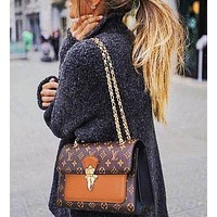 Louis Vuitton fashion new casual wild texture printing shoulder diagonal package small square bag chain bag