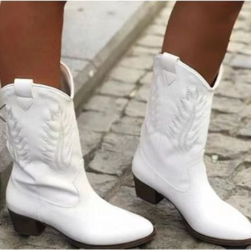 Hot style pure hand embroidered ankle boots with thick round head shoes