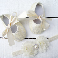 Baby ivory Lace Shoes and headband set,Baby Shoes,Christening, Baptism, Wedding,Crib Shoes ,Girl shoes, ivory Shoes,baby soft sole shoes