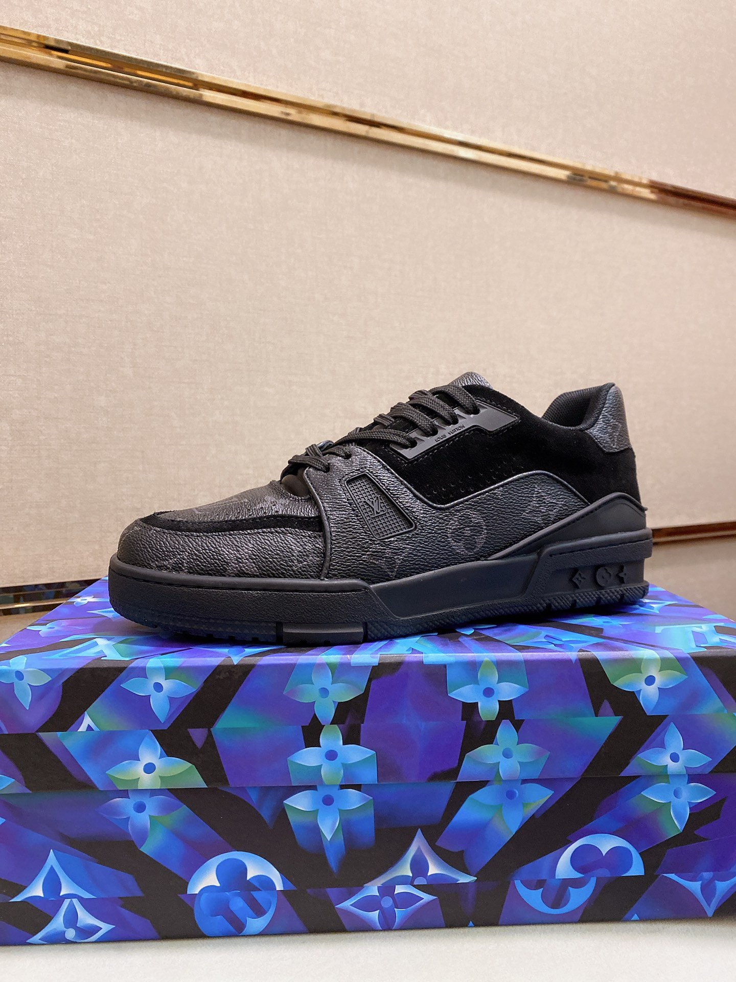 Image of LV2021 Men Fashion Boots fashionable Casual leather Breathable Sneakers Running Shoes0517pp