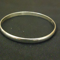 Designer Fashion Bracelet 2 1/2in Diameter Bangle Metal Female Adult Silvers -- Preowned