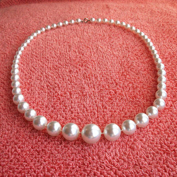 Vintage necklace - Faux pearl graduated bead necklace