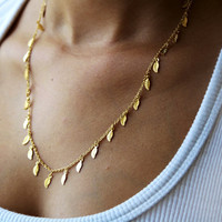 Cute Leaves Trimmed Fashion Necklace