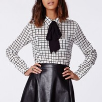 Missguided - Santorina Monochrome Pussybow Blouse