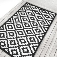 Nirvana Black/White Indoor/Outdoor Area Rug