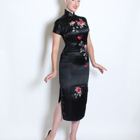 STUNNING 1950's Inky Black Pure Silk Extreme Hourglass Asian Cheongsam Suzy Wong Cocktail Dress w/ Hand Embroidered Red / Pink Roses - M