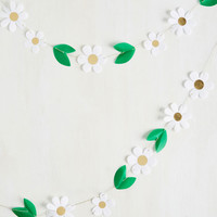 Daisy Chain Reaction Garland | Mod Retro Vintage Decor Accessories | ModCloth.com