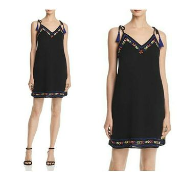 AQUA EMBROIDERED VNECK SHIFT DRESS XS $68