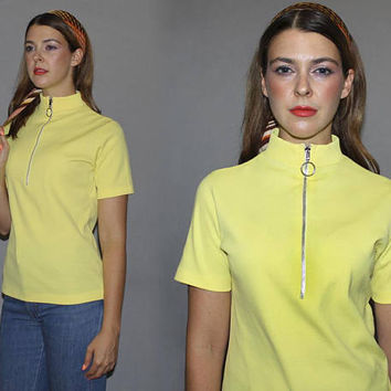 Vintage 60s 70s MOD MELLOW YELLOW Top / Oversized Round Metal Zipper, Circle Pull / Mock Neck, Short Sleeve Tee / Groovy Pastel Yellow / M L
