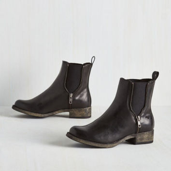 Minimal Casual Influence Boot in Black