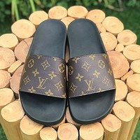 Louis Vuitton LV new trendy men's outdoor casual sandals, personalized slippers