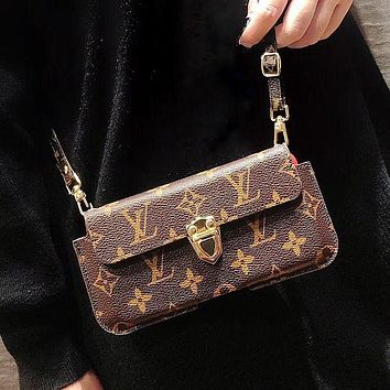 LV Louis Vuitton Retro new small money card case mobile phone shell letter printing old flower tide brand messenger bag key bag messenger bag-1