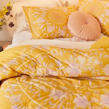 Iris Sketched Floral Comforter Snooze Set   Urban Outfitters