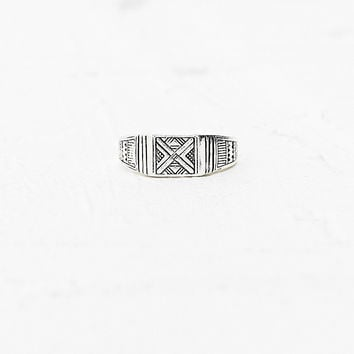 Square Signet Ring in Silver - Urban Outfitters