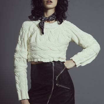 BRAIDED CABLE CROP TOP